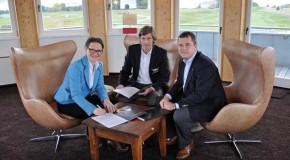 WINSTON university and Ransomes Jacobsen sign exclusive supplier agreement